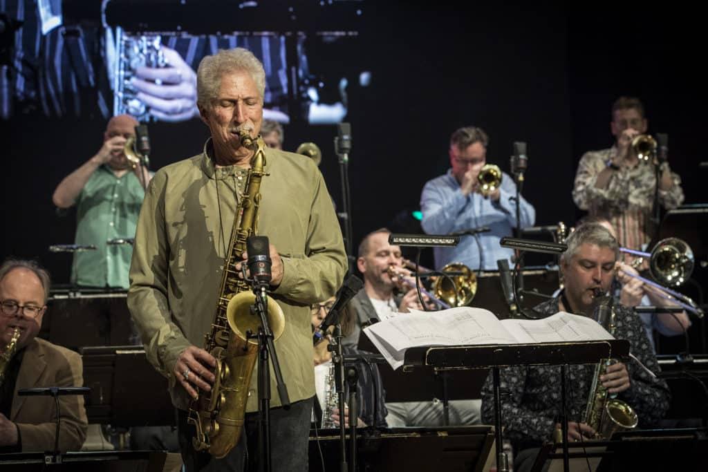 Fotoaufnahmen während des Jazzfest Bonn 2019, hier: WDR Big Band with Bob Mitzer presents Louis Cole und Genevieve Artadi of Knower im Telekomforum Bonn am 25.05.2019