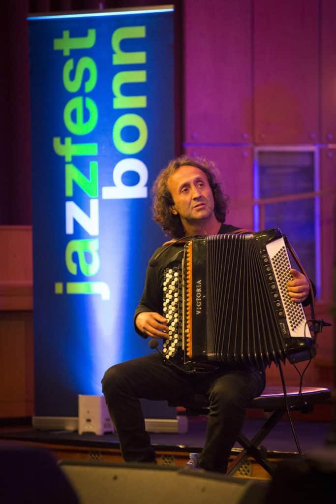 Fotoaufnahmen während des Jazzfest Bonn 2018, hier: Andreas Schaerer & A Novel of Anomaly am 28.04.2018 in der Aula der Universität Bonn